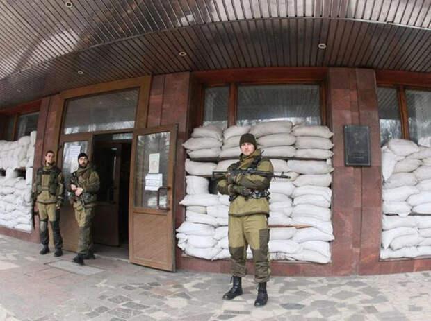 Пушилин объяснил мешки с песком в административных зданиях в Донецке