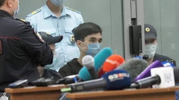 Бросался нарешетки и полицейских: напавшего наказанскую гимназию увезли вМоскву