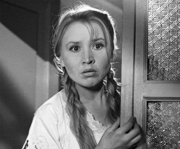 Ужасно боялась заразить маленького сына и наложила на себя руки: нелёгкая судьба Екатерины Савиновой, сыгравшей Фросю Бурлакову