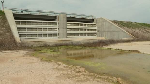 По Северо-Крымскому каналу потекла вода – дамба дышит на ладан