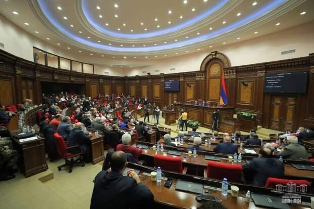 «Не хотим реваншизма»: Власти Армении выступают против новой войны с Азербайджаном
