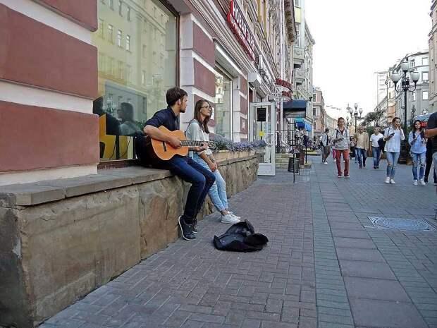 Художники и музыканты вернулись на Старый Арбат