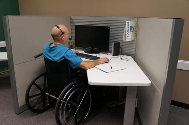 За трудоустройство людей с инвалидностью предложили освобождать от части налогов