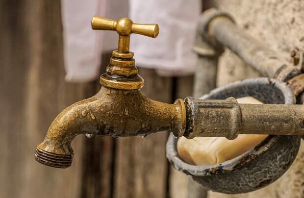 Воду отключили в столице Крыма и Севастополе