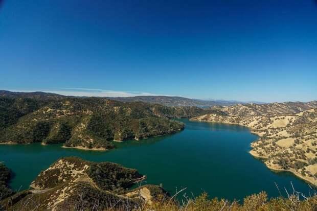 8 эпичных фото и видео озера Берриесса с самой большой воронкой в мире