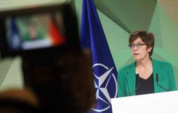 Не понимаешь в военке – не лезь. Глава Бундесвера снова «отличилась»