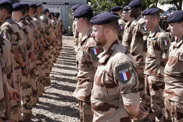 Около половины французов поддержали бы армию, если бы она решила навести порядок в стране