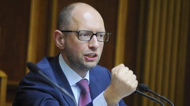 Яценюк не выдержал расспросов о военных преступлениях АТО