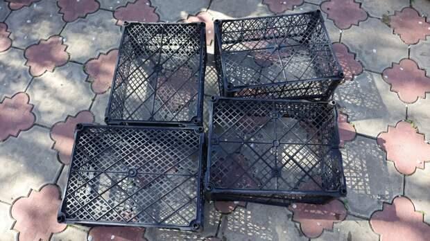 Хорошо, что не постеснялась подобрать пластиковые ящики. С их помощью решила проблему хранения обуви