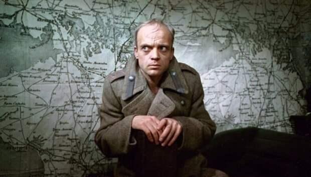 Владислав Дворжецкий в роли генерала Хлудова | Фото: domkino.tv