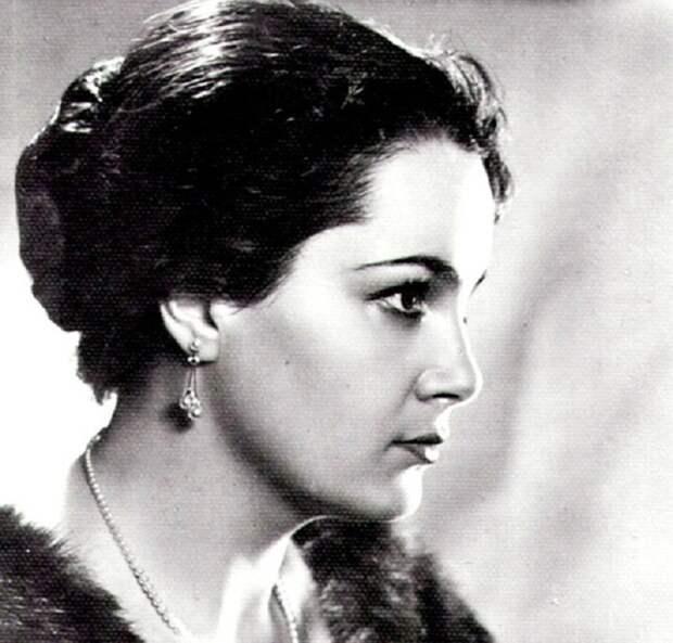 Выдающаяся советская и российская актриса театра и кино, Народная артистка СССР.