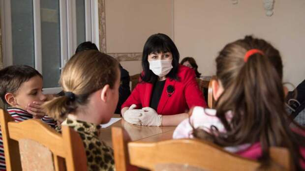 В Минобразования РК возьмут контроль над ситуацией изъятия 15 детей из приёмной семьи