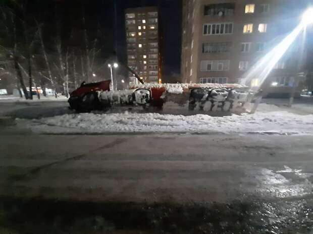 Опрокинувшийся в Глазове бензовоз, 13 задержанных в Петербурге депутатов и новый статус Криштиану Роналду: что произошло минувшей ночью