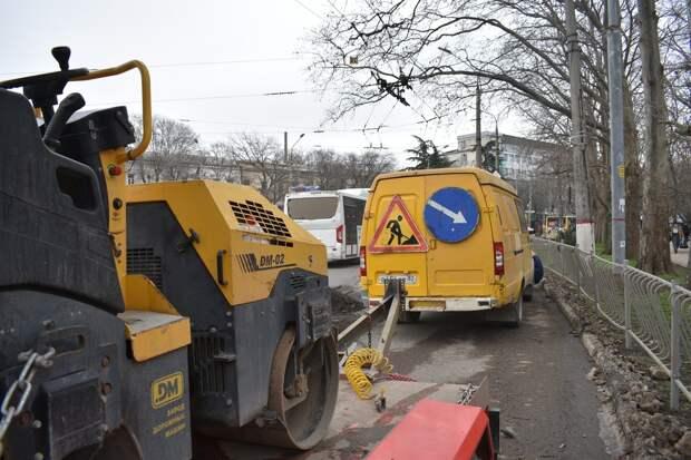 В Симферополе стартовал межсезонный ремонт дорог