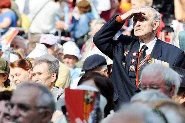 Опрос: россияне считают День Победы самым главным праздником