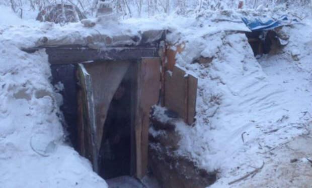 Мужчина из Якутии выкопал в тайге землянку и решил прожить в ней в морозы. Видео