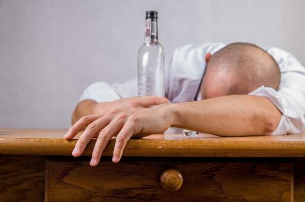 Сдавать пьяных в вытрезвители разрешили родственникам и более адекватным собутыльникам