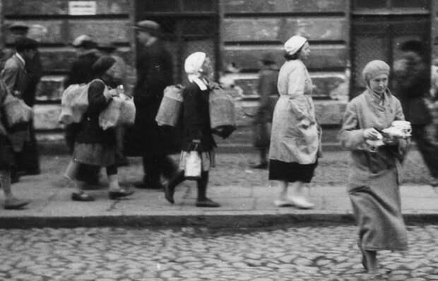 В двадцатые годы советским женщинам приходилось готовить без огня, сочетая большое количество ингредиентов, которых по отдельности было слишком мало.