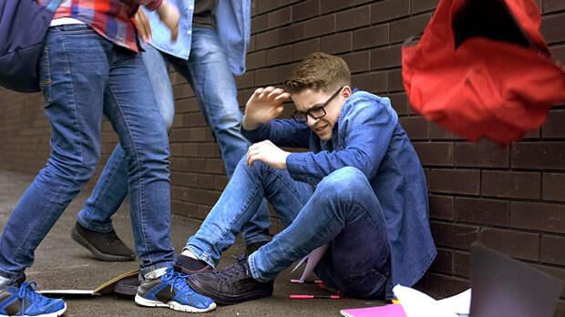 АУЕ, офники, забивы: Как зарабатывают на подростках, терроризирующих улицы