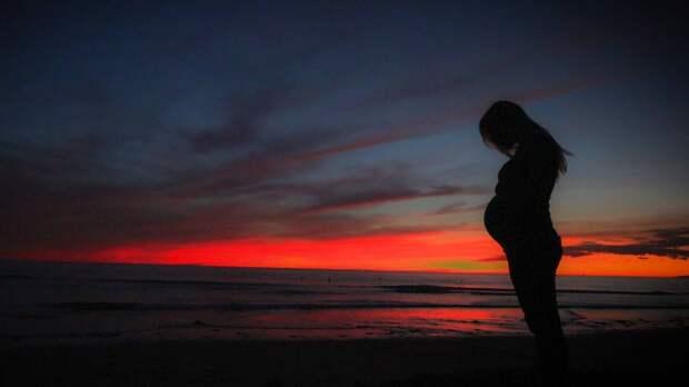 Финский демограф сравнил плюсы и минусы поздней беременности