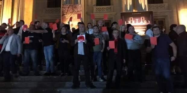 """В Тбилиси грузинские актеры требовали от российских коллег признать """"оккупацию"""""""