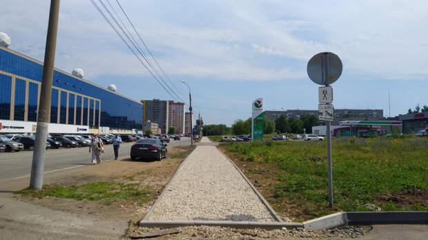 Тротуар на проспекте Калашникова в Ижевске отремонтируют до конца июля
