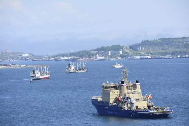 На сломавшемся в Босфоре танкере нет граждан РФ