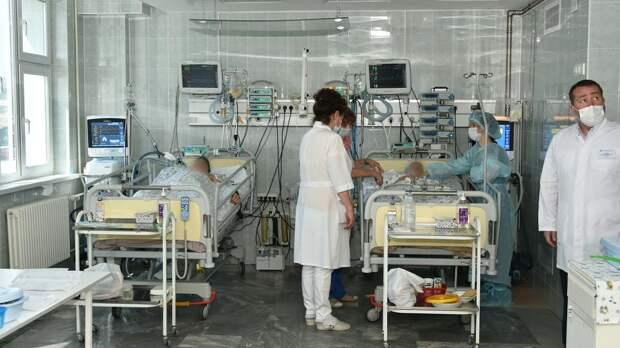 После нападения на школу в Казани в больницах остаются 20 детей