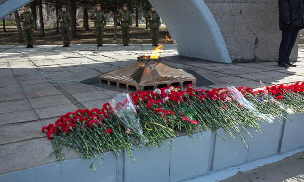 ВАрхангельске перед Днём Победы почистили звезду Вечного огня