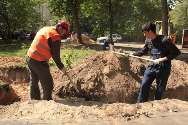 Бордюры на улице Трофимова восстановят осенью