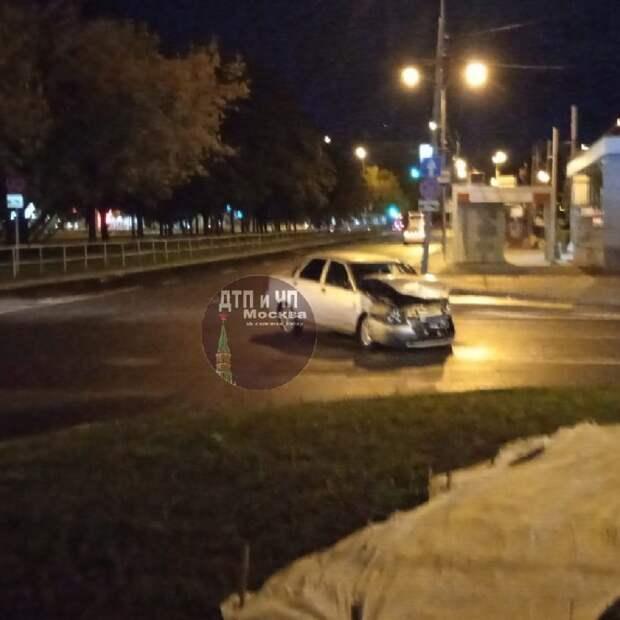Легковушка пострадала в ДТП у станции метро «Сходненская»
