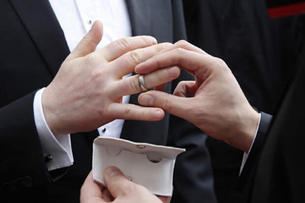Церковь не осудит: почему немецкие священники благословили однополые браки?