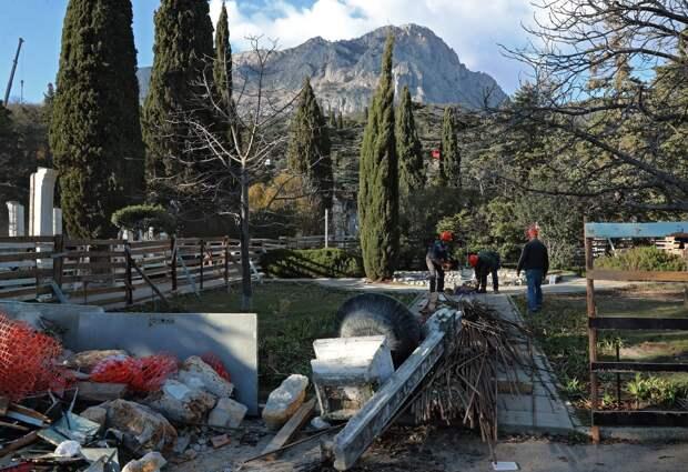 Многострадальный Форосский парк осенью ожидает высадка деревьев
