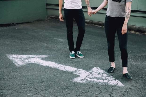 С чем носить черные брюки: самые стильные образы