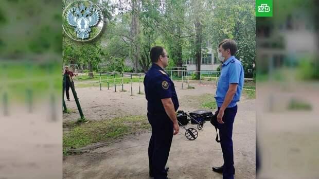 В Воронеже неизвестный около школы показал детям пистолет