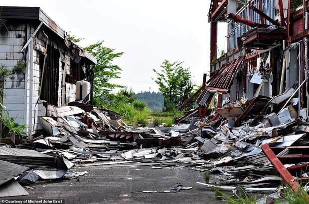 Жуткие фото заброшенного «русского диснейленда» в Японии