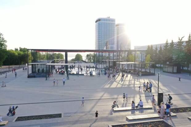 «Горячий» танец в круглом фонтане Ижевска, апелляции по итогам ЕГЭ и уход американцев из Афганистана: что произошло минувшей ночью