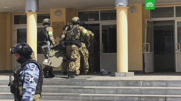 СМИ: нажать тревожную кнопку вахтерше казанской гимназии помог рабочий