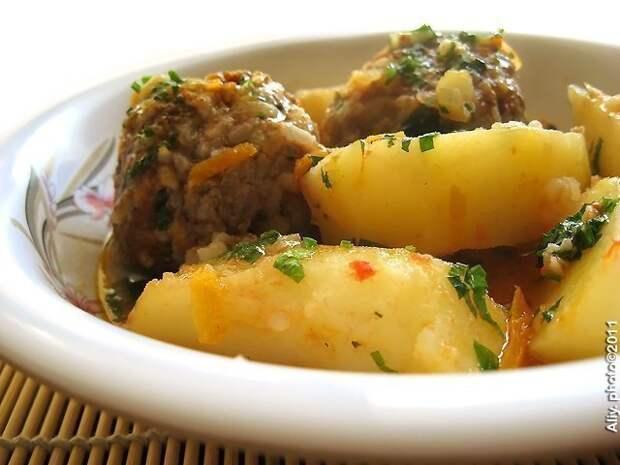 Тефтели с картошкой 😊