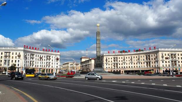 «Услышать мнения всех»: Лукашенко встретился в Минске с находящимися в СИЗО оппозиционерами