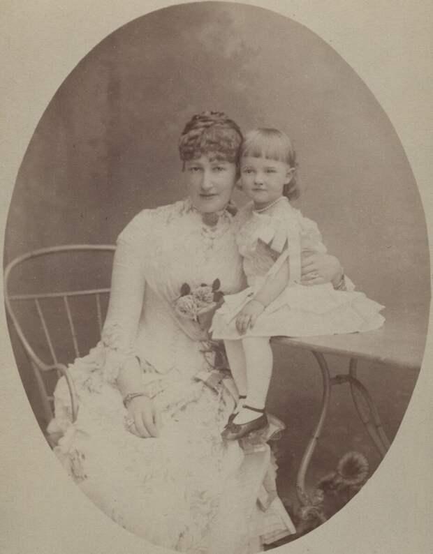 Кронпринцесса Стефания с дочерью, фото 1885 г.