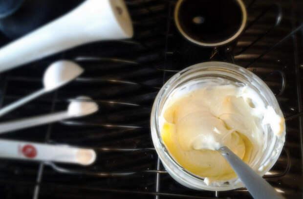 Майонез за 5 минут: смешали желток и масло