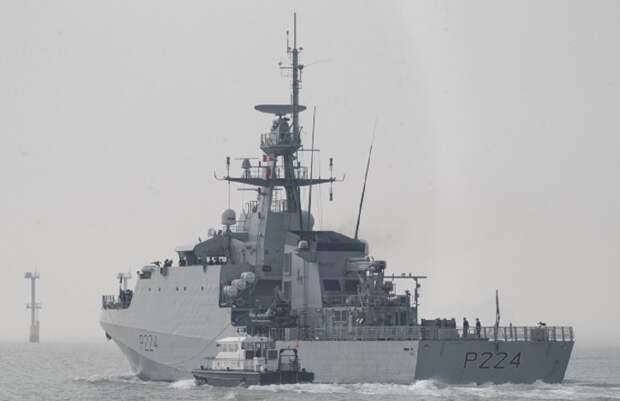 Черноморский флот начал слежение за британским военным кораблем
