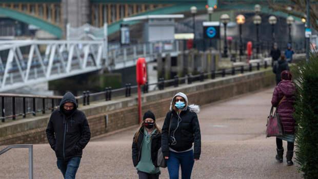 Переболевших коронавирусом британцев повторно заразят заденьги