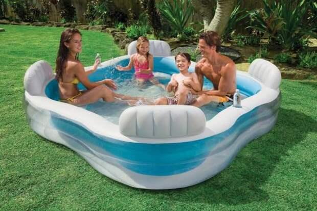 Взрослый и детский надувной бассейн - фото летом