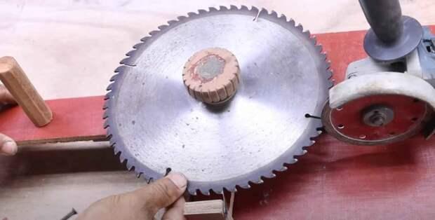 Простое самодельное приспособление для быстрой заточки пильных дисков