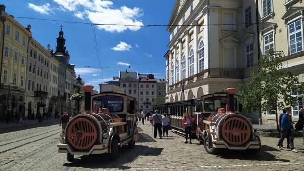 Блогер из РФ приехал во Львов и узнал честное мнение западных украинцев о России
