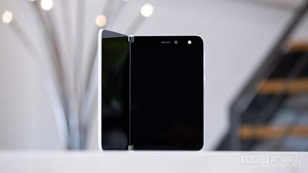 Показано видео распаковки Microsoft Surface Duo