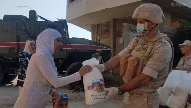 Российские военные доставили гумпомощь в пригород Дамаска