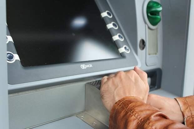 Эксперты выявили уязвимость всех банкоматов к утечке данных